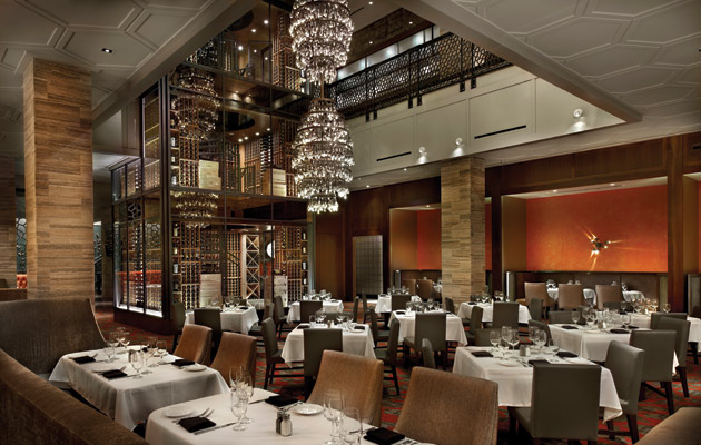 The dining room of Del Frisco's Chicago restaurant