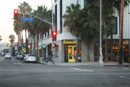 Lemonade-Venice-Blvd-entrance